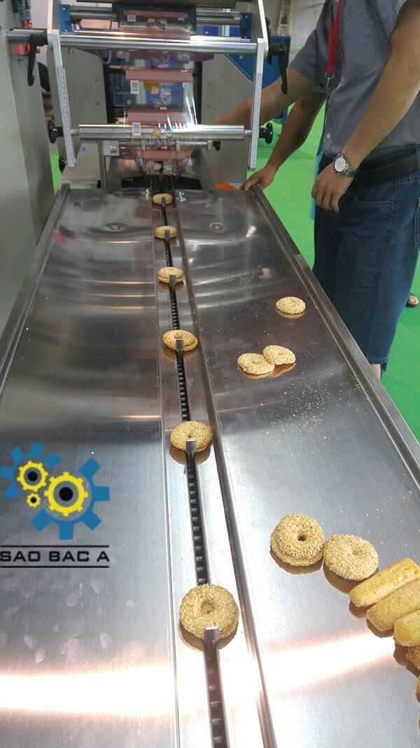 Máy đóng gói bánh kẹo tự động